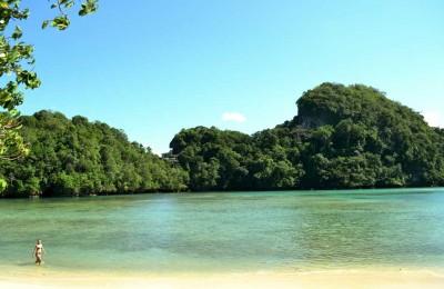 Beach-on-Sempu-Island