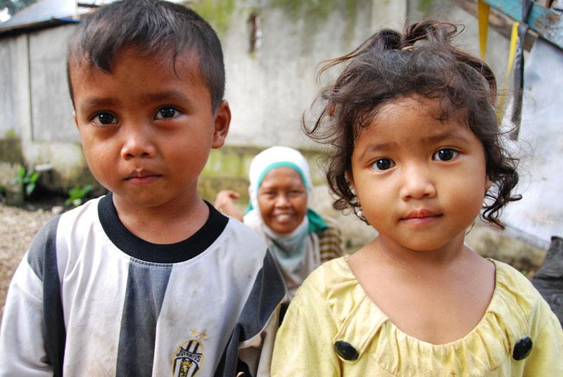 Pemulung's children by Melanie Wood