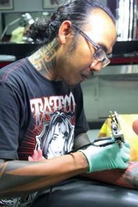 Apel Hendrawan - Tattoist at work