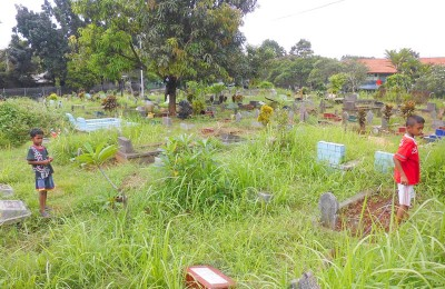 Dutch graves in Balai Rakyat Condet