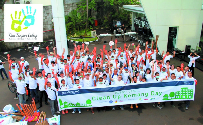 Clean Up Kemang Day with Grandkemang Hotel