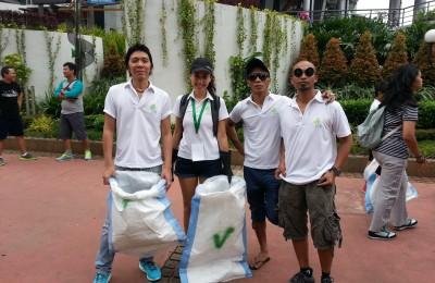 Clean Up Jakarta Day Ambassadors SLANK at the Sudirman Site (2013)