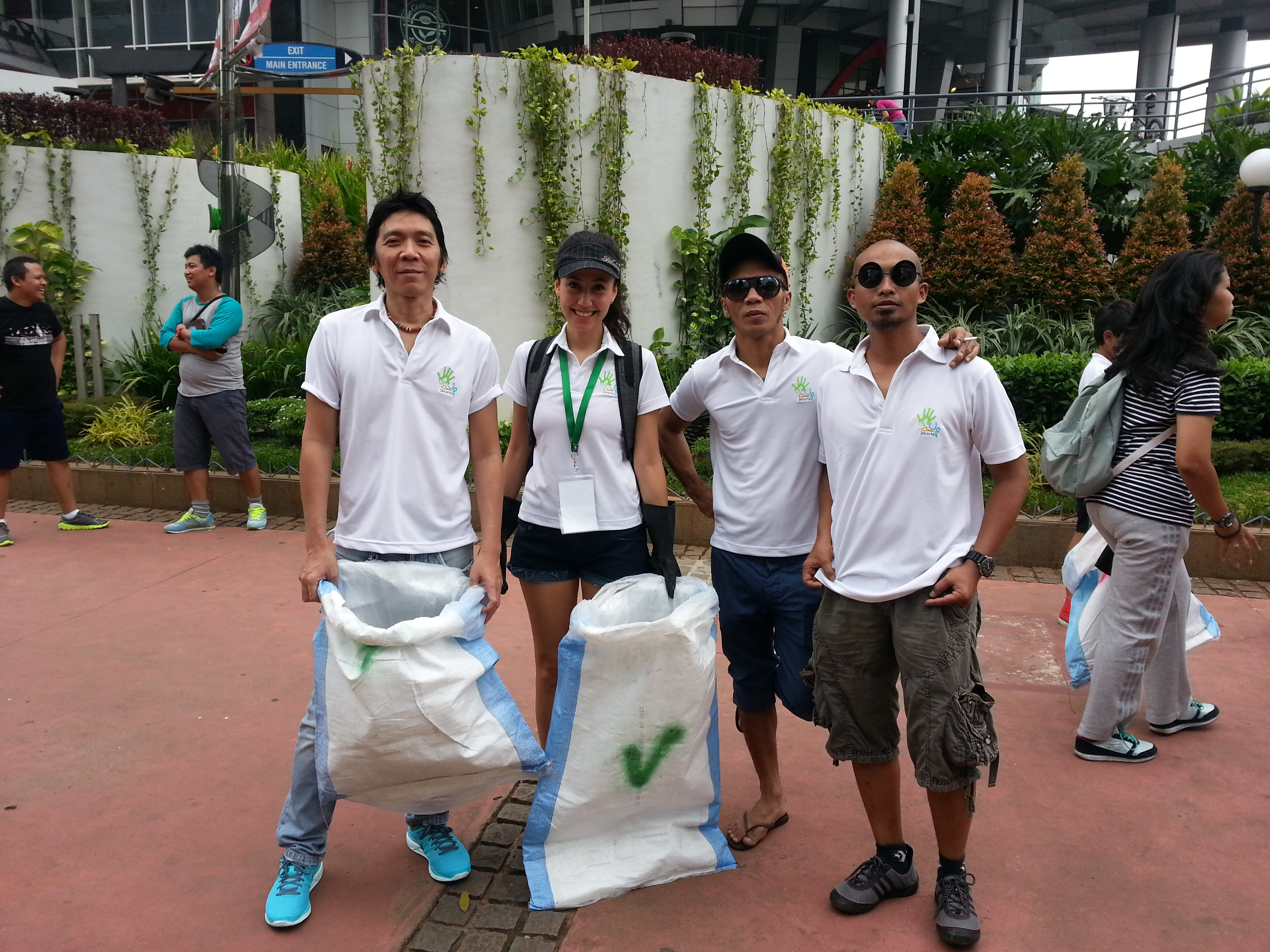 Clean Up Jakarta Day Ambassadors SLANK at the Sudirman Site (2013)