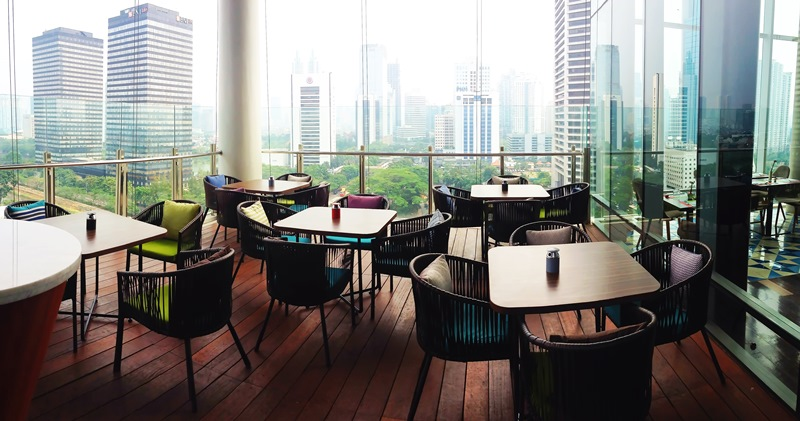 Cloud Living Room Jakarta dining with the stars - indonesia expat