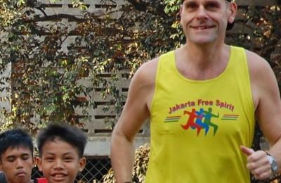 Douwe running with kids