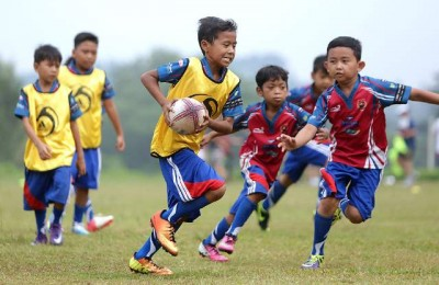Boys from Karangaan playing rugby