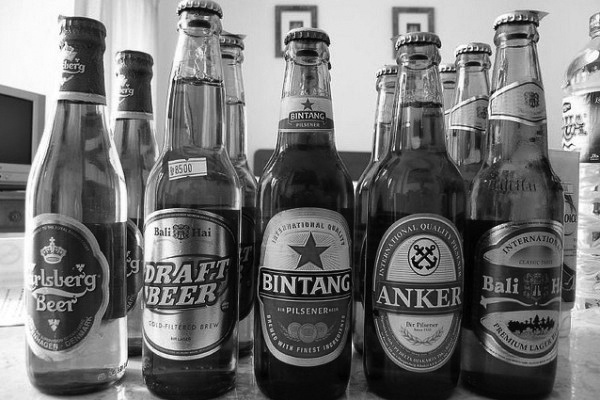 A_beer_assortment_in_Bali-600x400