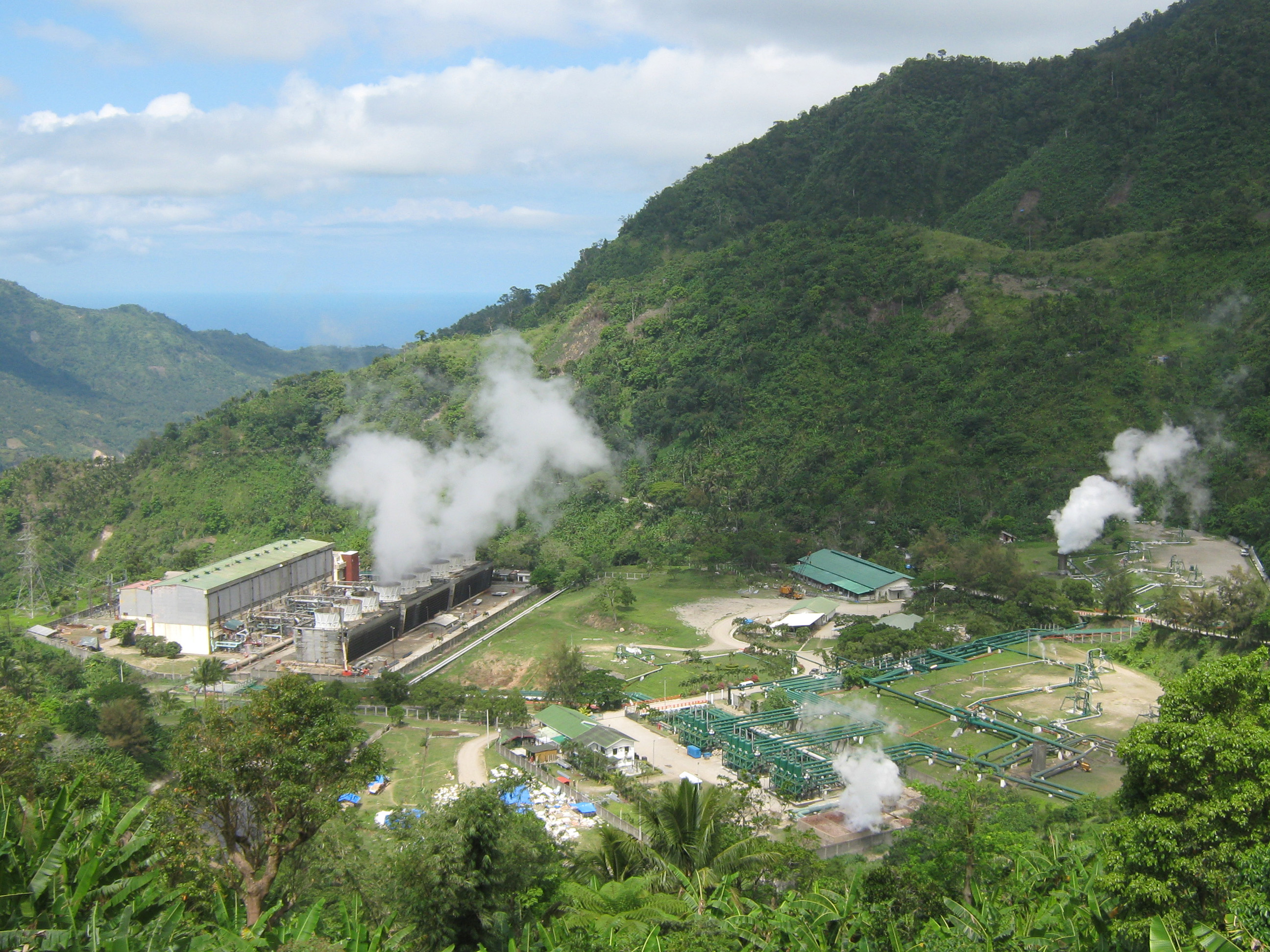 Earth's geothermal resources that can be used for renewable energy ...