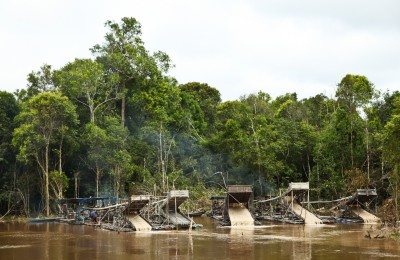 Illegal mine operators on the Rungan River, Central Kalimantan. Photo by Angela Richardson