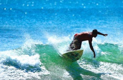 Kuta_Indonesia_Surfer-585x585