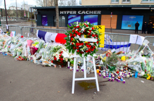The wreath laid by French Foreign Minister in Paris | Photo Courtesy of Wikimedia