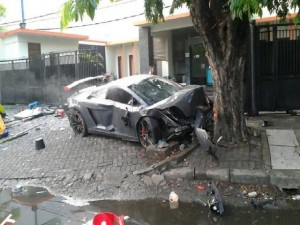 Wiyang Lautner (24) was racing his Lamborghini Gallardo against a red Ferrari in the East Java capital of Surabaya when he hit three people on the side of the street, killing one person