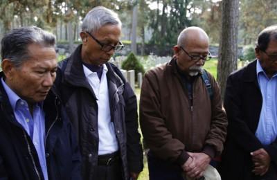 Exiles Warsito, Sarkawi, Nardan, Tom Iljas at a cemetery in Stockholm.