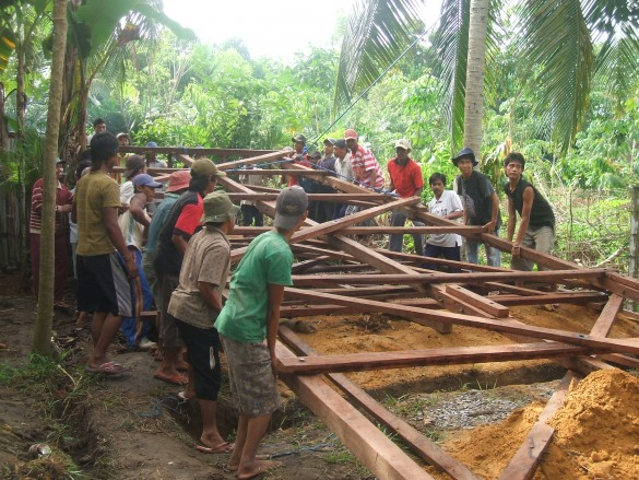 Community members helping to install Clean Water tower in Kalimantan | Photo Courtesy of YUM