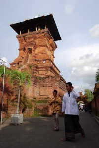 The Menara Mosque in Kudus on the north coast of Java has a minaret echoing the style of the temples of Majapahit. This region was where Islam first gained a toehold in Java.