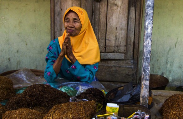 Tobacco being sold in a traditional market   Photo Eko Susanto