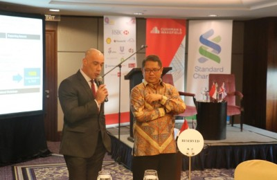 From left to right, David Burke (BritCham Board Member) and Bapak Rudiantara (Minister of Communications and Information Technology)