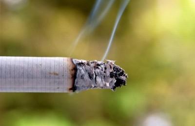 793px-Cigarette_smoke