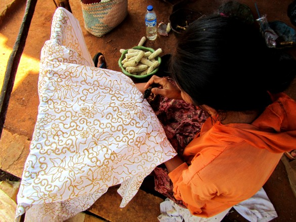 Batik Gedok - Tuban's homespun batik on coarse hand-loomed cotton | Photo by Graeme Steele