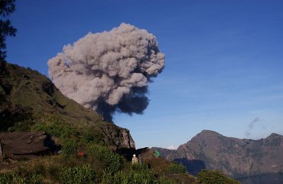 800px-mt-_barujari_eruption_view_from_plawangan_ii