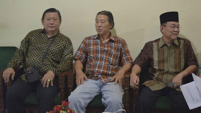 Zaelous Siput Loksari (right)