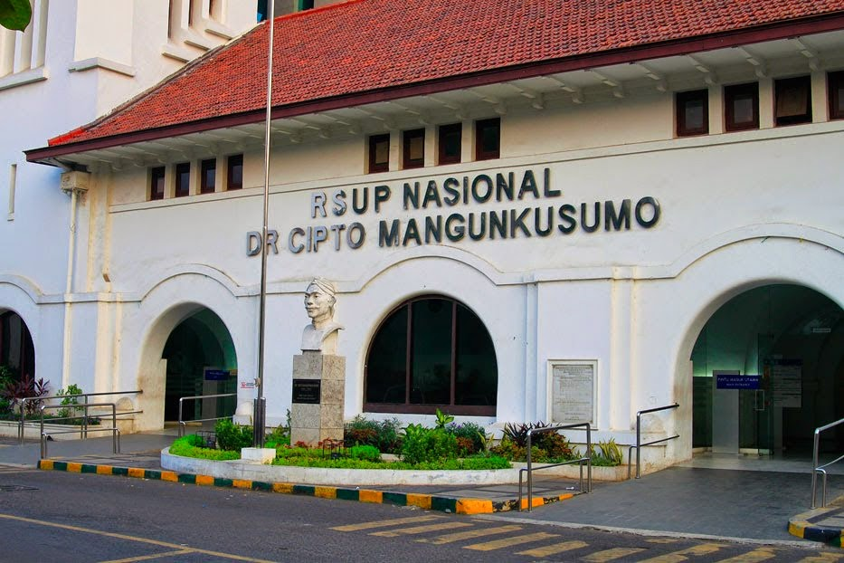 main-gate-rsup-nasional-dr-cipto-mangunkusumo-at-salemba