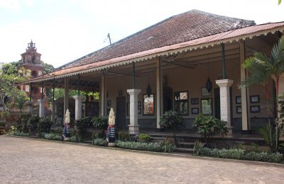 one-of-the-main-buildings-in-puri-agung-karangasem
