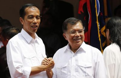 "Indonesian presidential candidate Joko ""Jokowi"" Widodo (L) and his vice presidential running mate Jusuf Kalla shake hands during an event declaring their bid in the upcoming July 9 election, in Jakarta May 19, 2014. Jokowi received a major boost in the race to become president of the world's third-largest democracy on Monday when he picked popular former vice president Kalla as his running mate.  REUTERS/Stringer (INDONESIA - Tags: POLITICS ELECTIONS)"