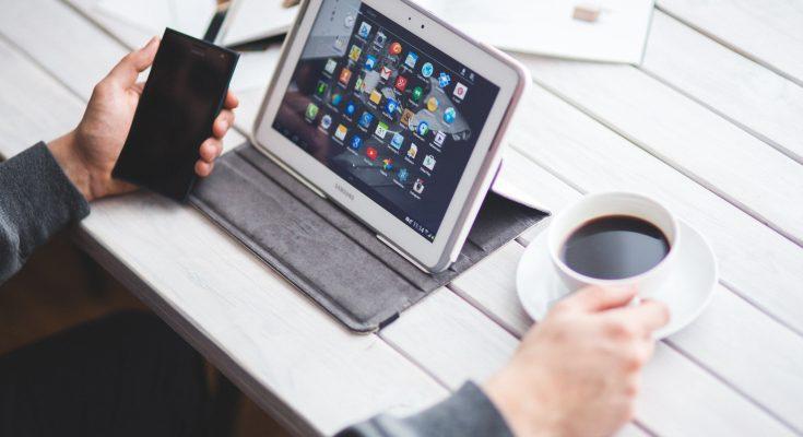 man-coffee-smartphone-working-6362