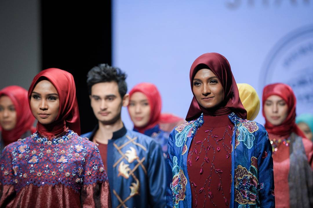 Hijabs Continue To Conquer Indonesia Fashion Week