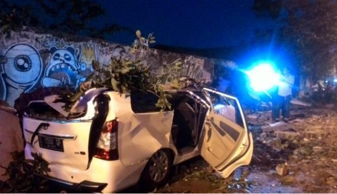 wrecked-car-surabaya