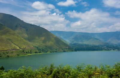 Indonesia_-_Lake_Toba_(26224127503)