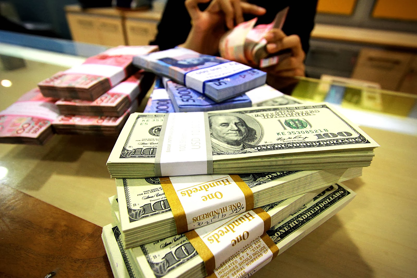 The Indonesian Rupiah Is Now Roaching Rp 14 000 Per Us Dollar Level After It Depreciated On Monday By 0 59 Percent To 13 975