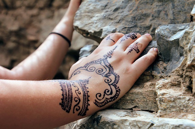 Fake Henna Tattoos in Some Bali Tourist Spots May Put Lives