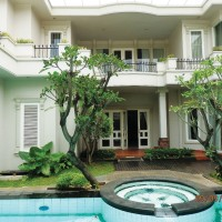 Luxury House available for rent at Jl. Sekolah Kencana I Pondok Indah